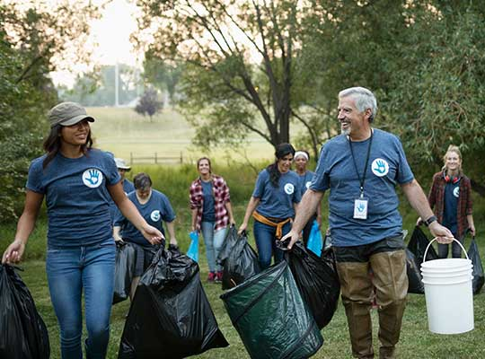two social workers that earned their MSW online help to clean up a park